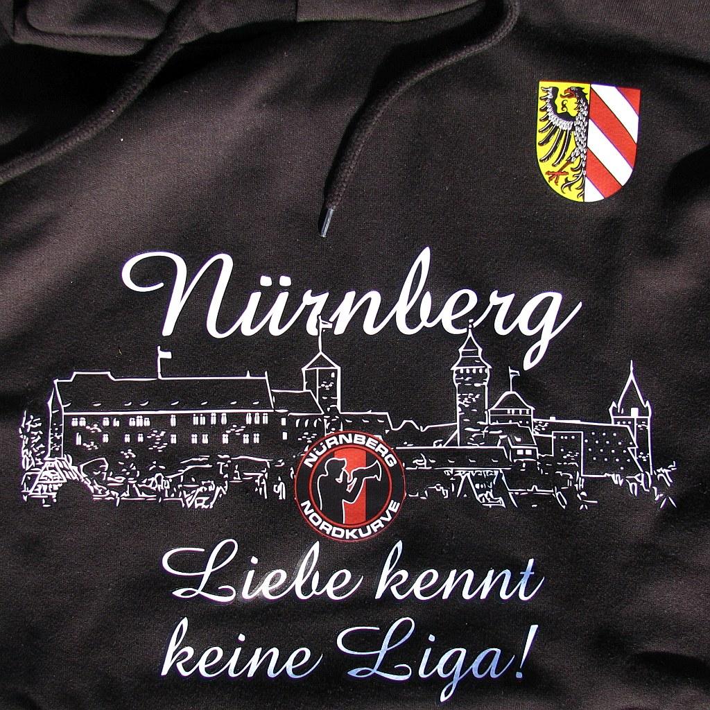 Kapuzen Sweatshirt Front + Ärmeldruck  - Liebe kennt keine Liga