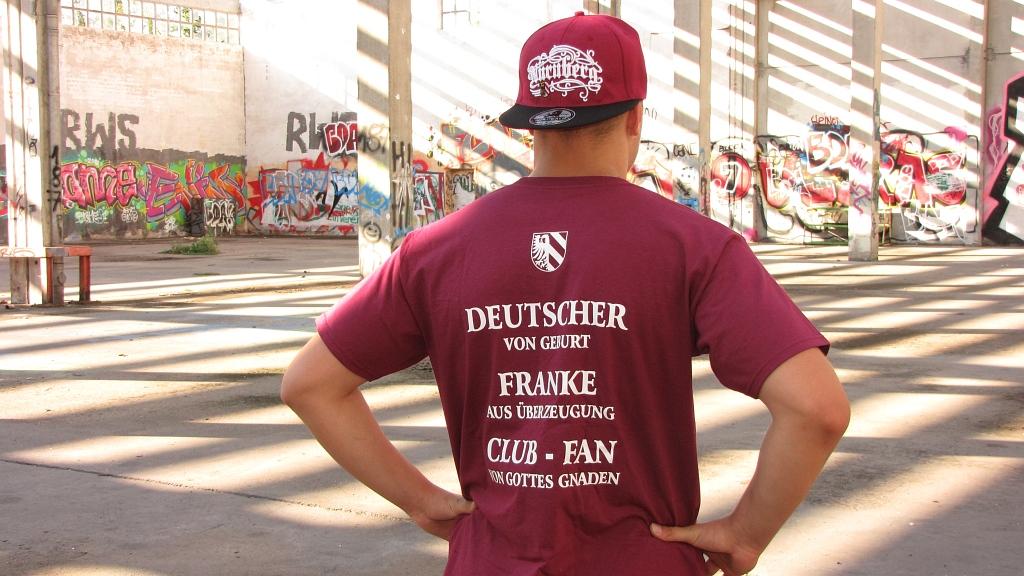 T-Shirt beidseitig bedruckt  'Nürnberg - Nordkurve' Deutscher v