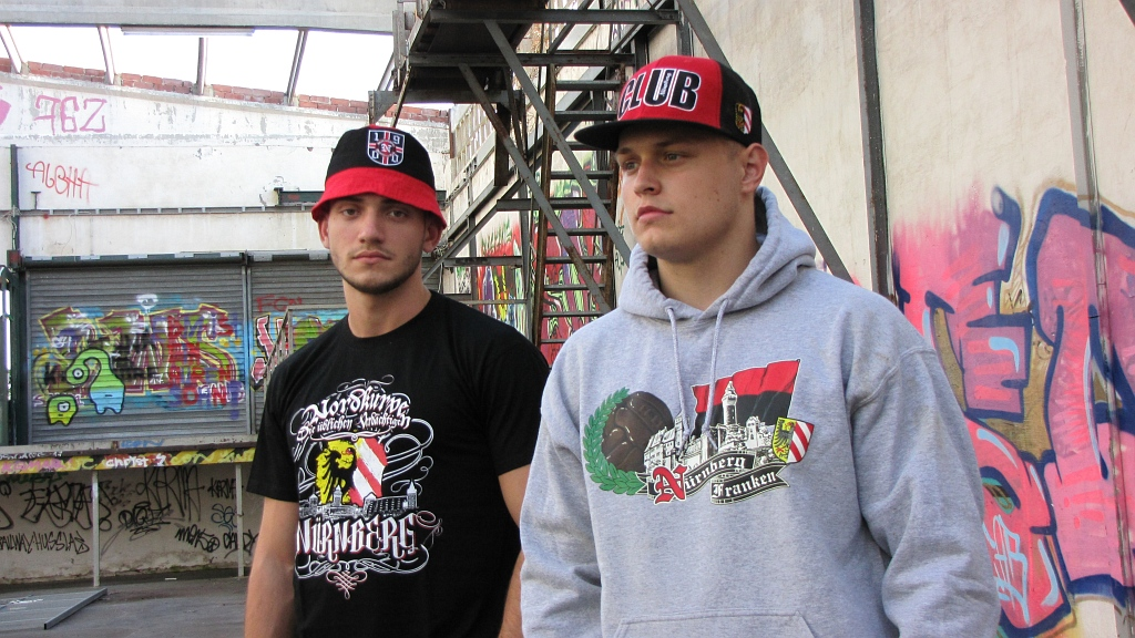 Kapuzen Sweatshirt Front + Ärmeldruck  - Nürnberg Franken